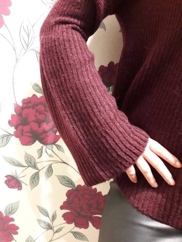 roter-pullover-mit-statement-aermel
